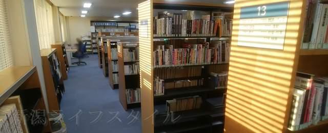 坂井輪図書館3Fの書架