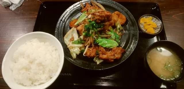 筋肉食堂吉田屋の鶏唐揚げと野菜の味噌炒め定食