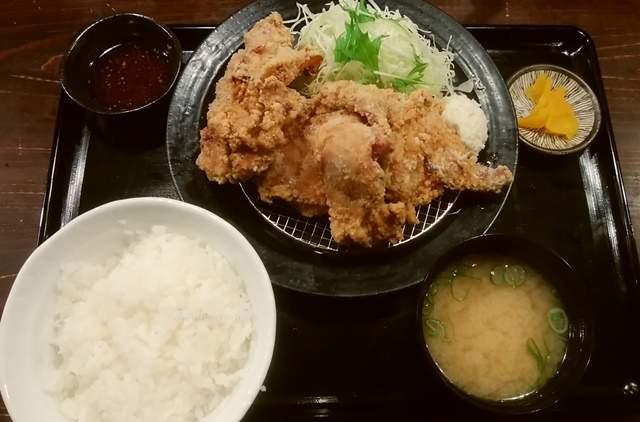 筋肉食堂吉田屋の唐揚げ定食