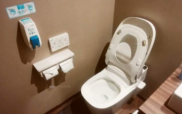 筋肉食堂吉田屋のトイレの内観全体像