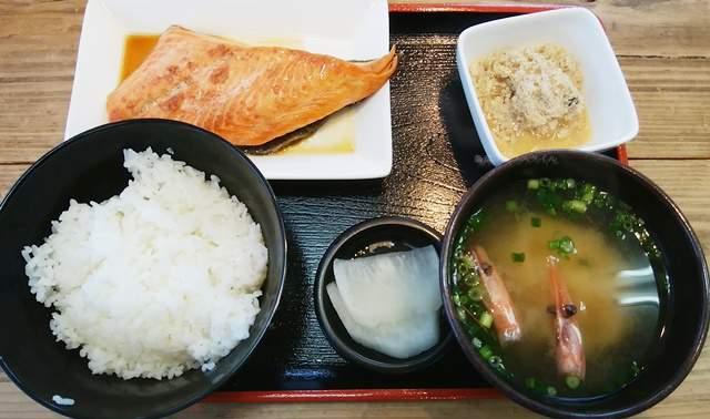 地魚工房のサーモン焼き漬け定食