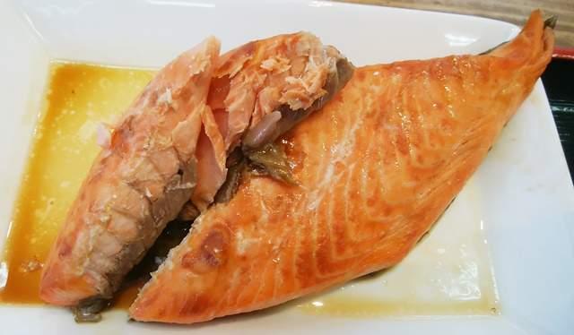 地魚工房のサーモン焼漬け定食のサーモンアップ