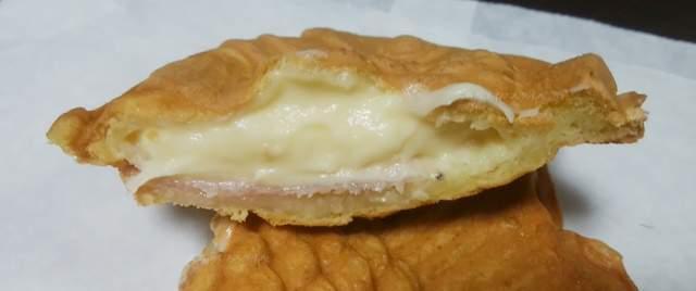 鯛焼き茶屋のハムチーズたい焼きの中身