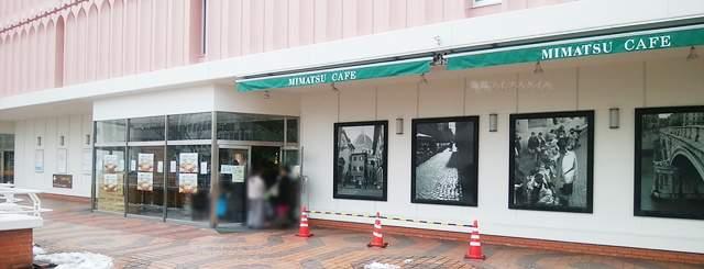 MIMATSU CAFEラブラ万代店の外側入口