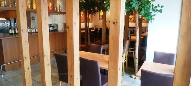 MIMATSU CAFEラブラ万代店の入口入ってすぐ。