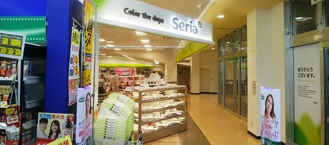 セリアの入口の風景