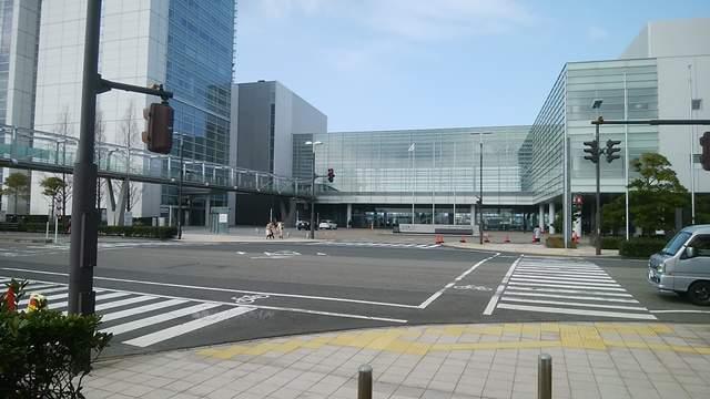 朱鷺メッセコンベンションセンターの入口外観