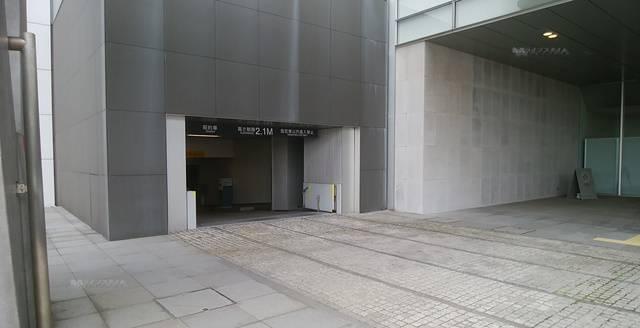 万代島ビル駐車場の入り口