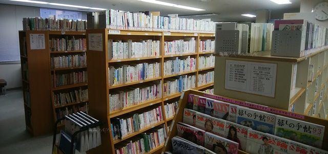 アルザにいがた情報図書室の書架その2