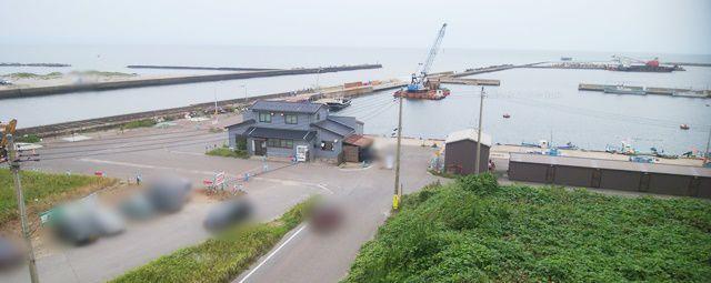 402号線の駐車場から新川漁港を見下ろした全体図