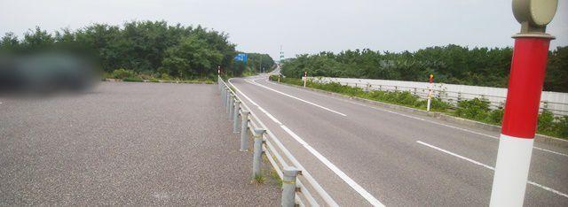 新川漁港付近の402号線沿いの駐車場