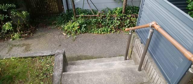 御林稲荷社の裏の階段
