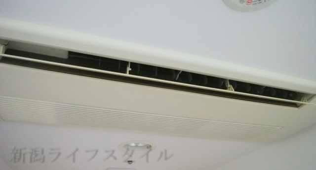 ホテルディアモント新潟西の天井埋め込み型のエアコン