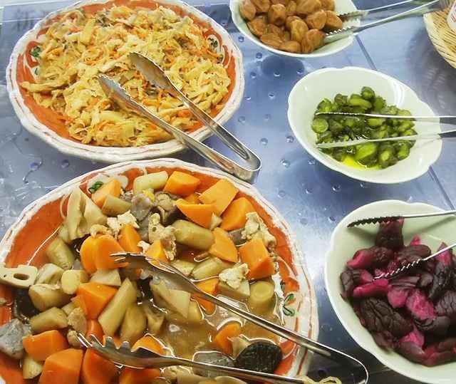 ホテルディアモント新潟西の朝食の煮物や漬物など