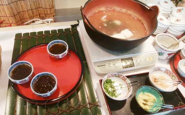 ホテルディアモント新潟西の朝食のもずくと湯豆腐