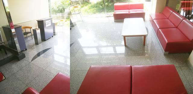ホテルディアモント新潟西のロビーの休憩スペースと喫煙所