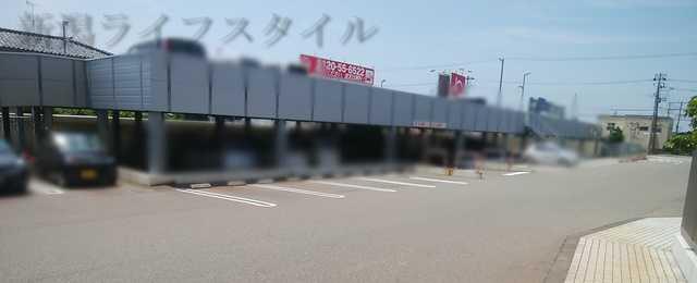ディアモント新潟西の駐車場