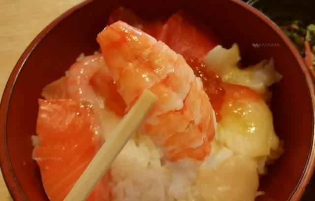 たかはし御食事処の海鮮丼の蒸しえび