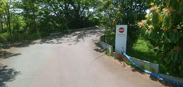 ランプリールの三条小須戸線側の入り口は、敷地内側からは通行止めの一方通行