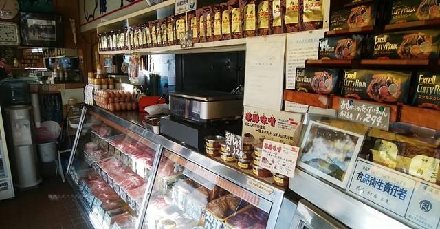 肉正のショーケースに並ぶ商品その5