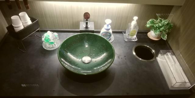 かつ一内野店のトイレ内の手洗い場