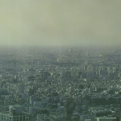 靄が買った街の全景
