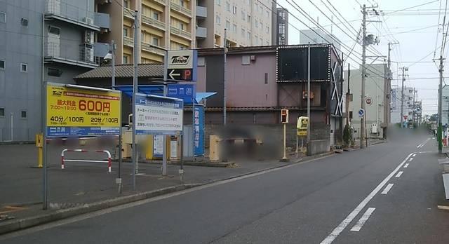 タイムズドーミーイン新潟駐車場を少し離れて見た図