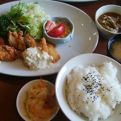 ごっつぉやの若鶏唐揚げと海老魚フライ定食