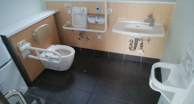 沼垂テラス商店街のトイレの多目的トイレの様子