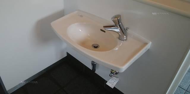 沼垂テラス商店街のトイレの手洗い場