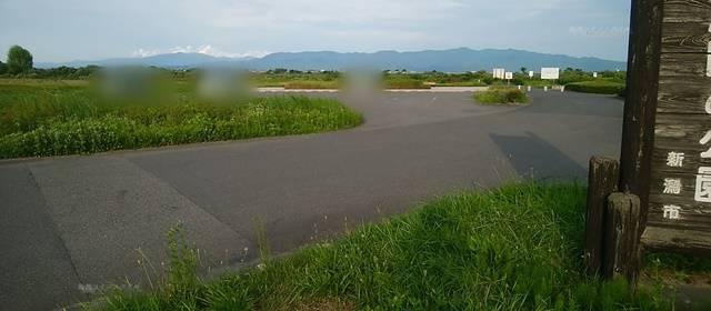 阿賀野川床固め公園の駐車場