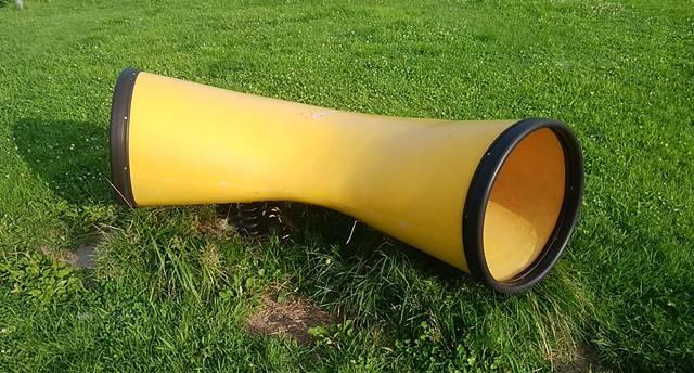 阿賀野川床固め公園にある土管のような遊具