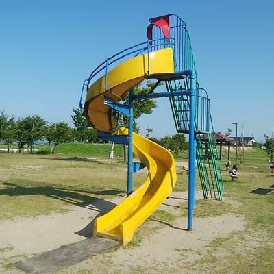 大通ふれあい公園の滑り台アップ