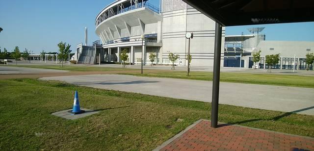スポーツ公園の東屋から南サービスセンターの方を眺める
