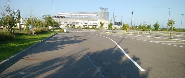 スポーツ公園の第3駐車場に入った途端に広がる広大な駐車スペース