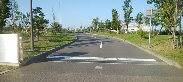 スポーツ公園の第3駐車場の唯一の入り口を入ったところの景色