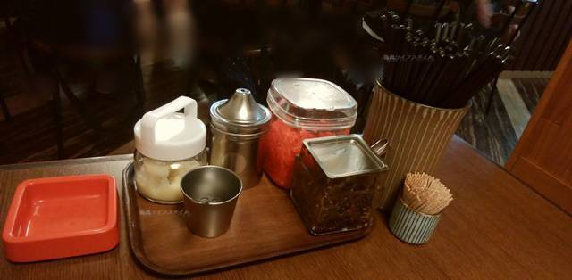 きんしゃい亭&麺やたぶきん赤道店の卓上にある灰皿