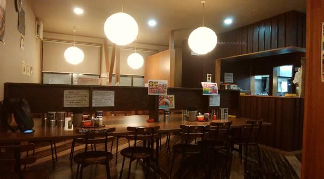 きんしゃい亭&麺やたぶきん赤道店の席風景