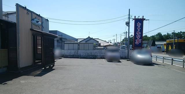 おさかな亭空港通り店の駐車場