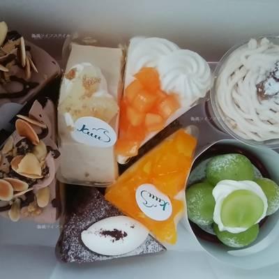 Kuuのケーキが複数箱に入っている
