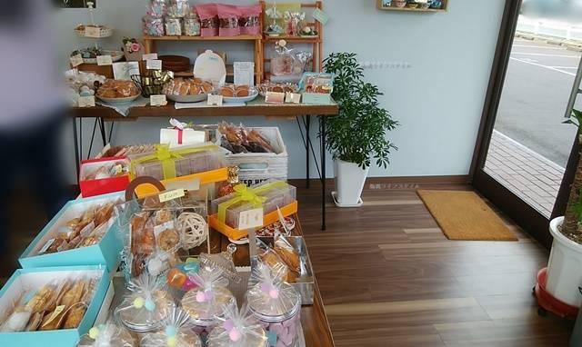 Kuuの店内中央にある焼き菓子たち