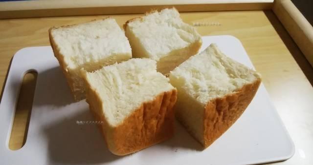 乃が美の食パンをキューブ状にカット