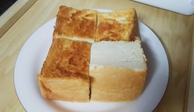 乃が美の食パンをキューブ状にカットしてトーストした物