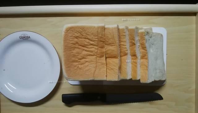 乃が美の食パンを4枚ほどスライス