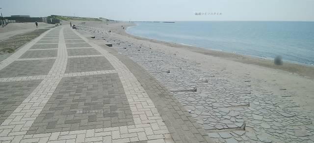 整備された小針浜のコンクリート地面