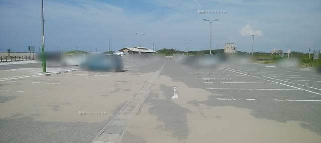 小針浜の駐車場