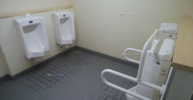 なぎさふれあいセンターの男子トイレ小用