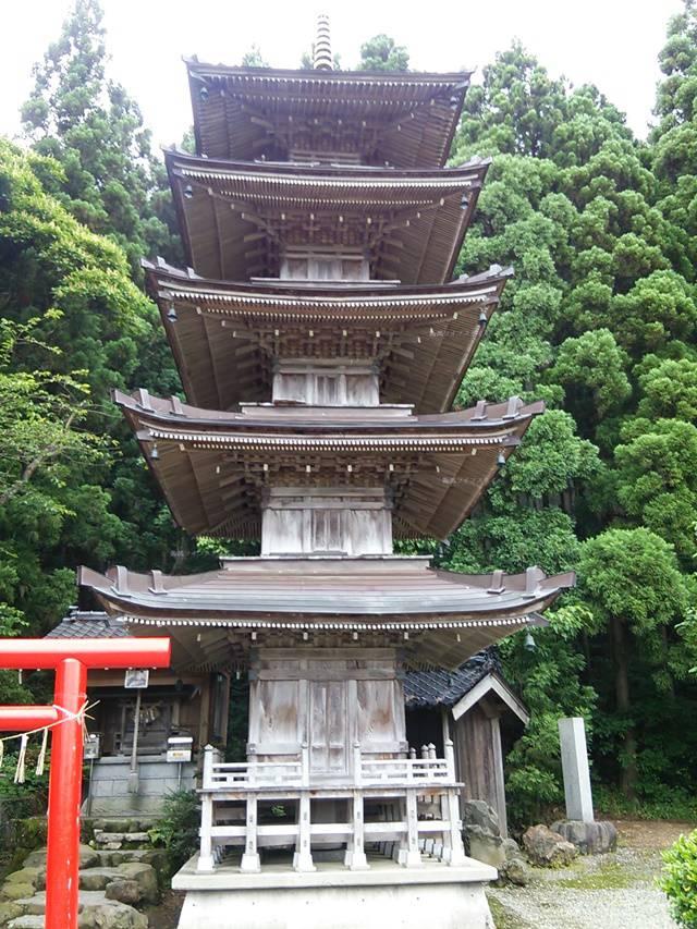 酒呑童子神社の五重の塔