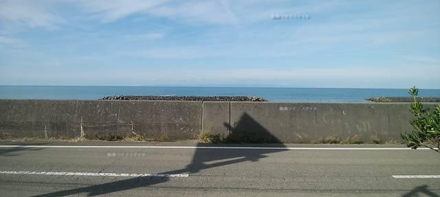 DIOの前からすぐ海が見える