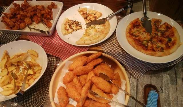キラキラレストランの揚げ物やピザ